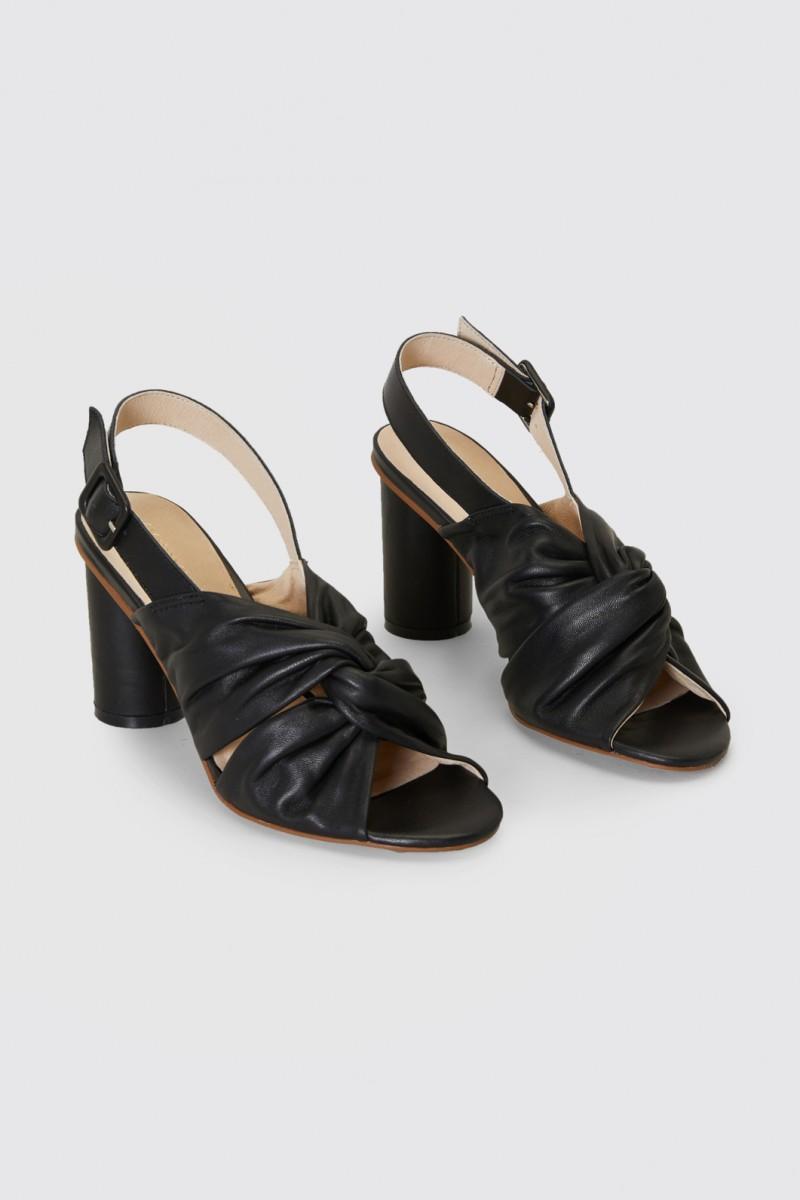 Twist Front Heel